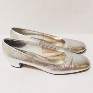 3/$50 60s Vintage Miss Wonder silver heels 7.5